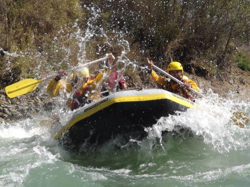 rafting-2224487_1920-min
