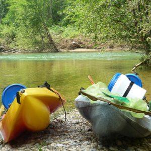 pause détente sur les rives de l'ariège en canoe